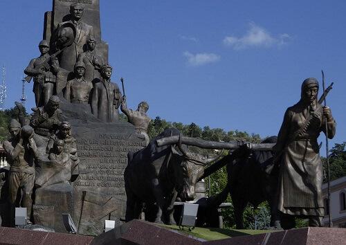 Milli Mücadelenin kadın kahramanlarından Şerife Bacı Anıtı